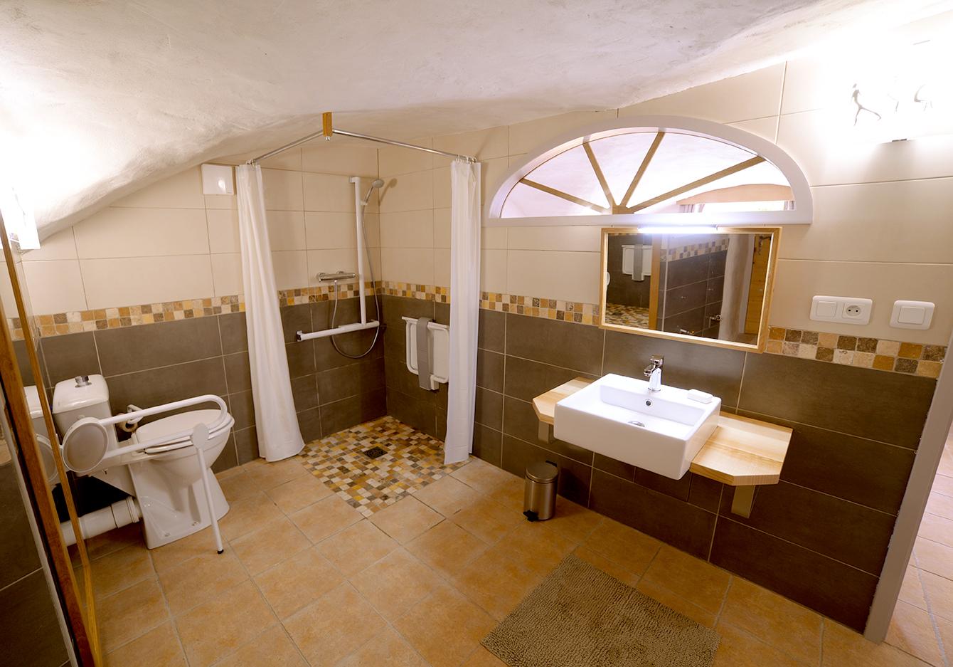 Salle De Bain Petit Espace Couloir ~ La Salle De Bain De La Chambre D H Te Location De Yourtes Et G Te