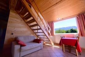 Le séjour du gîte et sa vue sur la montagne de Glandasse